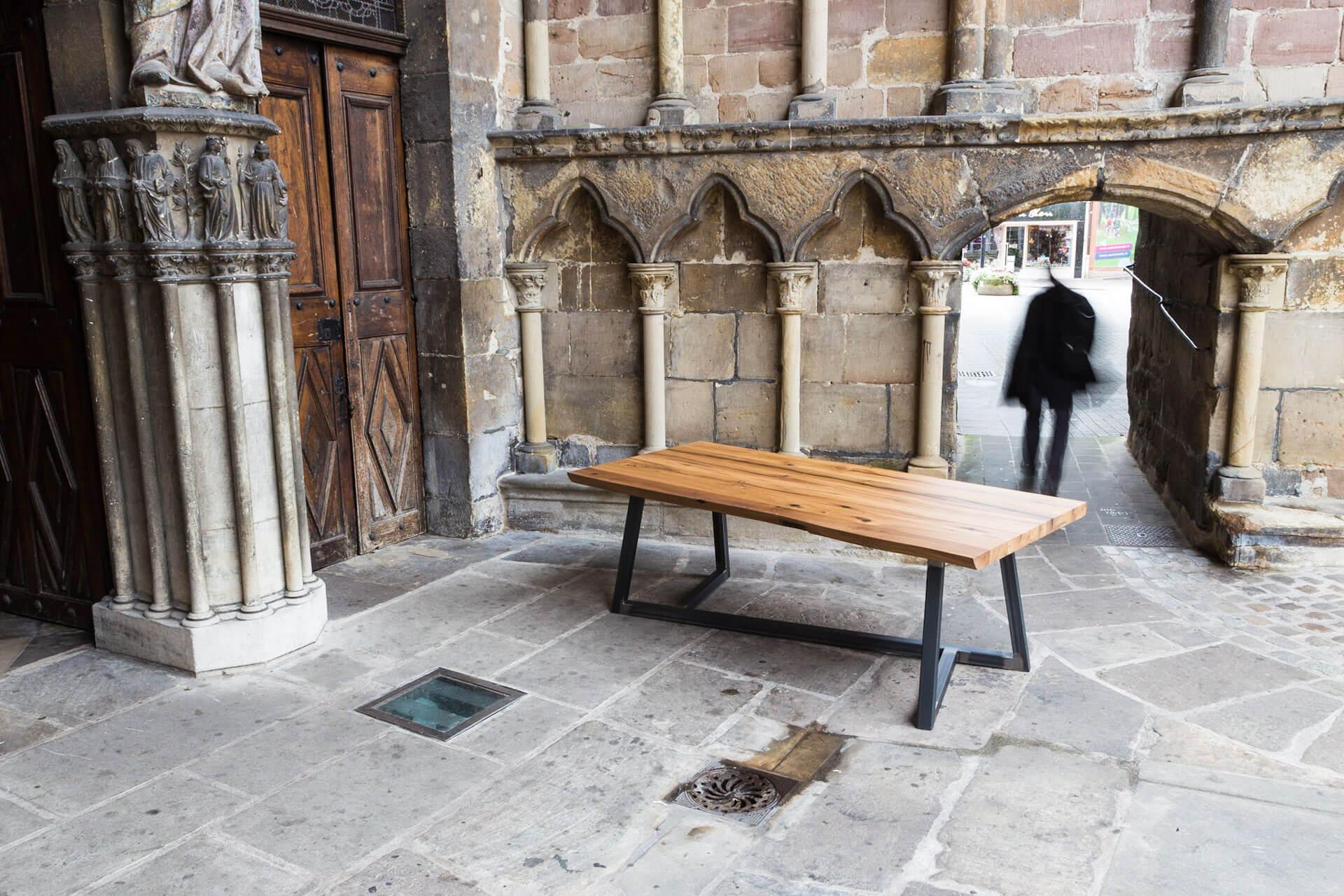 Table sur-mesure La patriarche par Atelier Cream pour Atelier-Atelier Vosges