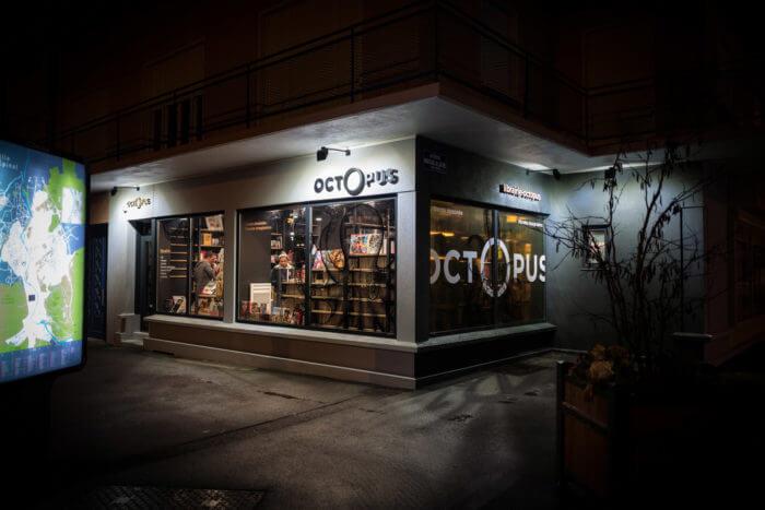 Vitrine de la librairie octOpus à Epinal